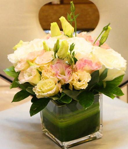 香槟色龙胆白玫瑰四方瓶小桌